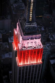 THE EMPIRE STATE BUILDING New York, NY, Most Romantic Places to Kiss Around the World : Daily Traveler : Condé Nast Traveler
