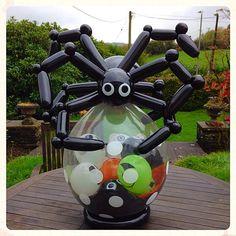 Stuffed balloon with scary Halloween spider on top! Halloween Birthday, Scary Halloween, Halloween Themes, Halloween Crafts, Halloween Decorations, Halloween Spider, Balloon Arrangements, Balloon Centerpieces, Balloon Decorations