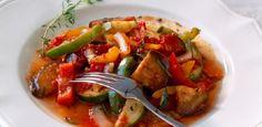 Ratatouille -  Dans une grande casserole, faire revenir les légumes dans l'huile...