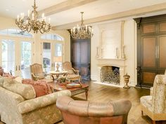 Exquisite formals with Venetian plaster in the dining and plaster fireplace in the living. The breakfast room and spacious family room overlook the award-winning pool/outdoor living area. ~ 7603 Bryn Mawr Drive in the Park Cities