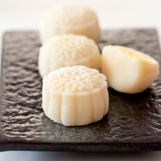 Food Photography Snow Skin Mooncake-Video Recipe with Custard Filling Pork Belly Recipes, Tofu Recipes, Asian Recipes, Cooking Recipes, Asian Foods, Chinese Recipes, Chinese Bbq Pork, Chinese Food, Chinese Egg