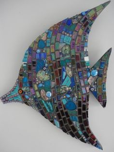 I am currently creating a seascape in succulents. This mosaic fish would be spectacular swimming among the plants! Mosaic Diy, Mosaic Crafts, Mosaic Projects, Mosaic Glass, Mosaic Tiles, Fused Glass, Stained Glass, Glass Art, Mosaic Designs