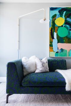 From introducing smoky blue walls to picking up British-made ceramics at local craft fairs, interior designer Sophie Ashby shares her top interiors tips for introducing eclecticism into your home. Vogue Home, Indian Home Interior, Interior Modern, Local Craft Fairs, Rustic Home Interiors, Bespoke Furniture, Vintage Furniture, Apartment Interior, Studio Apartment
