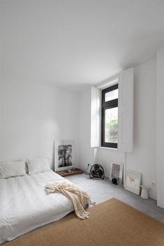 Minimalistic bedroom with bed on floor. Design by URBAstudios