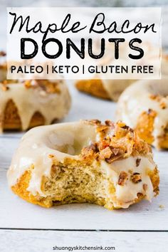 Fluffy and Moist Healthy Maple Bacon Donuts that are Paleo, Gluten Free, and Keto Friendly, yet so delicious! The perfectly easy keto donut ecipe to make. Keto Donuts, Healthy Donuts, Gluten Free Donuts, Donut Recipes, Baking Recipes, Keto Recipes, Dessert Recipes, Protein Recipes, Skinny Recipes