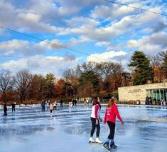 """<b>Go ice skating -- all over the city.</b><br> <br> <a href=""""http://www.steinbergskatingrink.com/"""">Steinberg Ice Rink</a> in Forest Park is a true winter staple and not to be missed -- but St. Louis also has two great additions coming this year, with new ice rinks coming to both the <a href=""""http://www.stltoday.com/entertainment/dining/bars-and-clubs-other/hip-hops/a-b-s-brewery-holiday-lights-adding-ice-rink-blues/article_0f64c698-693f-512b-93ba-4da0cd62431f.html"""">Anheuser-Busch…"""