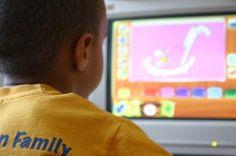 """Criança utiliza ferramenta de desenho em computador. """"Se a tecnologia servir para potencializar novas formas de pensamento, teremos dado um passo"""", diz psicólogo. (foto: Anissa Thompson)"""
