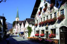 The traditional Bavarian village-town of Garmisch-Partenkirchen #Bavaria #Germany