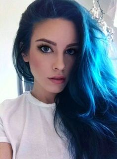 The On-Trend Summer blue Hair Color. Trying a new hair color is a recurring theme for summer. Midnight Blue Hair Dye, Dark Blue Hair, Dyed Hair Blue, Dye My Hair, Bright Blue Hair, Hair Color And Cut, Hair Color Blue, Hair Colors, Love Hair