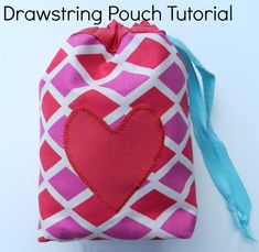 Lined Drawstring Pouch Tutorial ~ DIY Tutorial Ideas! Diy Pouch Tutorial, Clutch Tutorial, Backpack Tutorial, Drawstring Bag Diy, Drawstring Bag Tutorials, Small Knitting Projects, Fabric Gift Bags, Pouch Bag, Box Bag