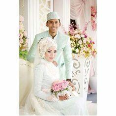 Ayu Dyah Andari Wedding Dress Hijab Wedding Dresses, Wedding Gowns, Indonesian Kebaya, Dress Ideas, Muslim, Fashion, Homecoming Dresses Straps, Moda, Bridal Gowns