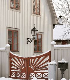 colors and gate design This Old House, Welcome To My House, Fence Gate, Fences, Outdoor Living, Outdoor Decor, Gate Design, Garden Gates, Scandinavian Interior