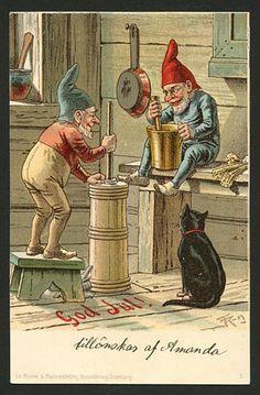 Julkort av Thorvald Rasmussen. Tomtarna kärnar smör. Från ca år 1900.