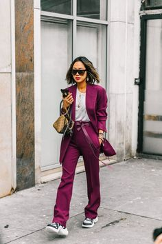 Street style fashion not only happens during fashion week but every single day Fashion Casual, Fall Fashion Trends, Look Fashion, Paris Fashion, Korean Fashion, Fashion Outfits, Womens Fashion, Fashion Brands, Look Street Style