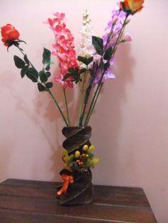 """Vaso per fiori finti o secchi della serie """"Sogni di carta"""""""