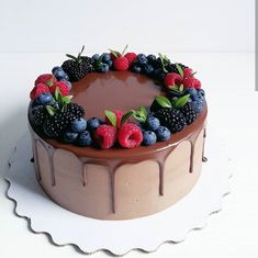 New Screen fruit cake decorating Concepts - yummy cake recipes Cake Decorated With Fruit, Fresh Fruit Cake, Almond Cakes, Drip Cakes, Pretty Cakes, Yummy Cakes, Cake Designs, No Bake Cake, Cake Mix Cobbler