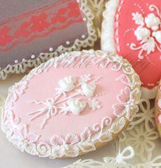 My little bakery :): painted cookies Cookies Cupcake, Lace Cookies, Galletas Cookies, Cookie Frosting, Sweet Cookies, Flower Cookies, Easter Cookies, Royal Icing Cookies, Fun Cookies