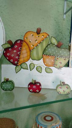 ღAթթℓɛღ Tole Painting Patterns, Craft Patterns, Country Crafts, Country Art, Easy Crafts To Make, Fun Crafts, Burlap Mason Jars, Country Paintings, Painted Sticks