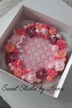 Wedding flower wreath cookie