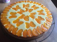- Weiber - Kuchen Faule - Weiber - Kuchen (I don't know what this says, but it sure is pretty!)Faule - Weiber - Kuchen (I don't know what this says, but it sure is pretty! Dessert Nouvel An, Dessert Original, German Baking, Gateaux Cake, Cakes And More, Food Cakes, No Bake Cake, Cake Recipes, Banana Recipes