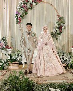 New Wedding Makeup Rustic Braids Ideas Muslimah Wedding Dress, Muslim Wedding Dresses, Hijab Bride, Muslim Brides, Wedding Hijab, Wedding Poses, Boho Wedding, Bridal Dresses, Rustic Wedding