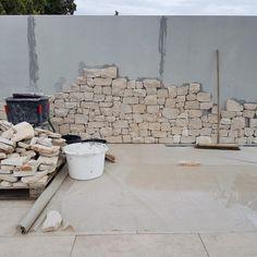 Sandstone Cladding, Wall Design, House Design, Exterior Wall Cladding, Backyard Renovations, Boundary Walls, Outdoor Stone, Modern Farmhouse Exterior, Ibiza Fashion