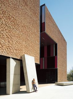 St Edward's University New Residence and Dining Hall / Alejandro Aravena - broken brick textured walls