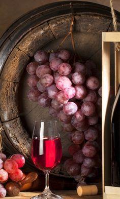 480x800 Wallpaper wine, grapes, bottle