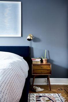 Small Bedroom Colours, Best Bedroom Paint Colors, Blue Bedroom Walls, Blue Bedroom Decor, Bedroom Color Schemes, Small Room Bedroom, Blue Bedrooms, Bedroom Brown, Men Bedroom