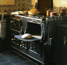 Wood Stove Cooking, Kitchen Stove, Old Kitchen, Country Kitchen, Vintage Kitchen, Vintage Wood, Country Living, Old Stove, Cast Iron Stove