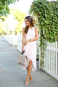 Styling a classic pink tulip dress that I think would be perfect for Mother's Day brunch... and sharing a few other pretty pink options!