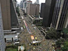 Crowd occupies the Paulista Avenue in protest against corruption and the government, in São Paulo (Photo: Nacho Doce / Reuters)