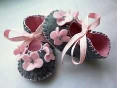 Grey and pink shoes for baby girl. Baby girl gifts. Ref No FB04