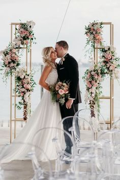 Pink and white flowers backdrop. Pink and white flowers ceremony flowers. Pink and white flowers backdrop. Pink and white flowers ceremony flowers. Wedding Ceremony Ideas, Wedding Columns, Wedding Frames, Indoor Wedding Arches, Arch Wedding, Wedding Aisles, Church Ceremony, Ceremony Arch, Wedding Ceremonies