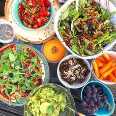 Heb je een gezellige hapjes-avond gepland met vrienden? Ik geef je een heel handig lijstje met vegan picknick hapjes die ideaal zijn voor een picknick, dagje strand, avondje eten op het (dak)terras, in de tuin ofnoem maar op: 'Wat zullen we nu eens eten?' Ik vind het heerlijk om vrienden te koken en allerlei verschillende …