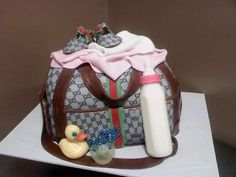 Want to give a fantastic present at a baby shower, or maybe you want your guests to enjoy something really special. Diaper bag cakes are the solution….