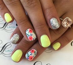 Nail art Christmas - the festive spirit on the nails. Over 70 creative ideas and tutorials - My Nails Fancy Nails, Love Nails, Trendy Nails, How To Do Nails, My Nails, Neon Nails, Glitter Nails, Nails Yellow, Neon Yellow