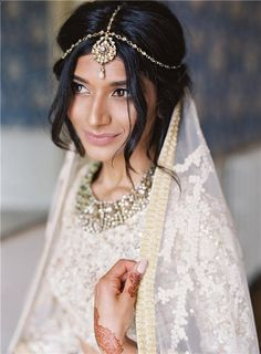 A Hindu Wedding in the English Countryside Elegant stunning beaded two piece gown: www. Indian Bridal Makeup, Indian Wedding Jewelry, Indian Head Jewelry, Bridal Jewelry, Indian Wedding Hairstyles, Bride Hairstyles, Trendy Hairstyles, Modern Haircuts, Updo Hairstyle
