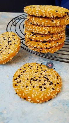 Tahini cookies with muffins and herbs - A slice flavor Small Desserts, Desserts Menu, Easy No Bake Desserts, Great Desserts, Delicious Desserts, Dessert Recipes, Yummy Food, Tahini, Muffins