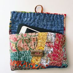 This would be great as a wallet out of sashiko Sashiko Embroidery, Japanese Embroidery, Boro Stitching, Hand Stitching, Patchwork Bags, Quilted Bag, Patchwork Patterns, Fabric Bags, Fabric Scraps