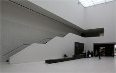 . Das LWL-Museum für Kunst und Kultur in Münster -  In der Eingangshalle führt die Treppe nach oben zur Ausstellung.  Oktober 2014 (Matthias)