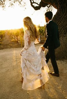 The LANE Real Weddings / Effortless Bohemia in California