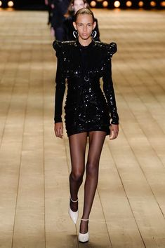 The complete Saint Laurent Fall 2018 Ready-to-Wear fashion show now on Vogue Runway.