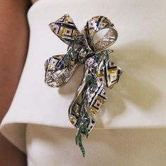 Chaumet est une fête Pastorale Anglaise brooch with gemstones in green, yellow and blue. http://www.thejewelleryeditor.com/jewellery/article/chaumet-est-une-fete-high-jewellery-review/ #jewelry