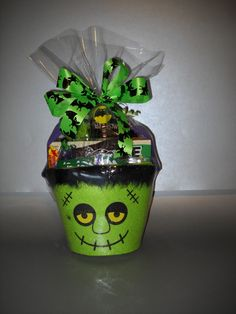 Frankie Halloween Gift Basket, for all my little old neighbors and maybe teachers :)