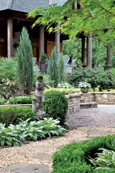 Garden statues next to the garden pathway are a classic look - Decoist Porches, Formal Gardens, Outdoor Gardens, Garden Paths, Garden Landscaping, Landscaping Tips, Beautiful Landscapes, Beautiful Gardens, Gravel Walkway