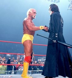 Hulk Hogan shaking hand with Sting Famous Wrestlers, Wwe Wrestlers, Wrestling Stars, Wrestling Wwe, Sting Wcw, Wwe Hulk Hogan, Jerry The King Lawler, Kevin Nash, Trish Stratus