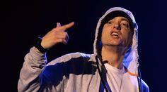 Eminem durante un concierto en 2013.  Eminem canta en contra de Donald Trump El rapero estadounidense publica una nueva canción que critica al candidato republicano http://cultura.elpais.com/cultura/2016/10/19/actualidad/1476911808_342918.html