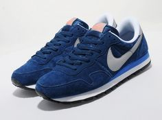 Nike Pegasus Pegasus 83 - find out more on our site. Find the freshest in trainers and clothing online now. Sneakers Street Style, Sneakers Fashion, Leather Sneakers, Suede Leather, Mens Fashion Online, Men's Fashion, Nike Shoes, Sneakers Nike, Nike Air Pegasus