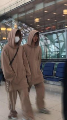 remember that time when tae and jin matched outfits at the airport one time? and both looked like two fluffy baby bears? Bts Taehyung, Bts Bangtan Boy, Seokjin, Namjoon, Hoseok, Foto Bts, V And Jin, Bts Love, V Bts Wallpaper